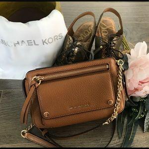 a9467511416f MICHAEL Michael Kors Bags - 🌟PRICE DROP🌟💯 Michael Kors Mitchell Crossbody